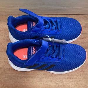 NEW Adidas kids sneaker
